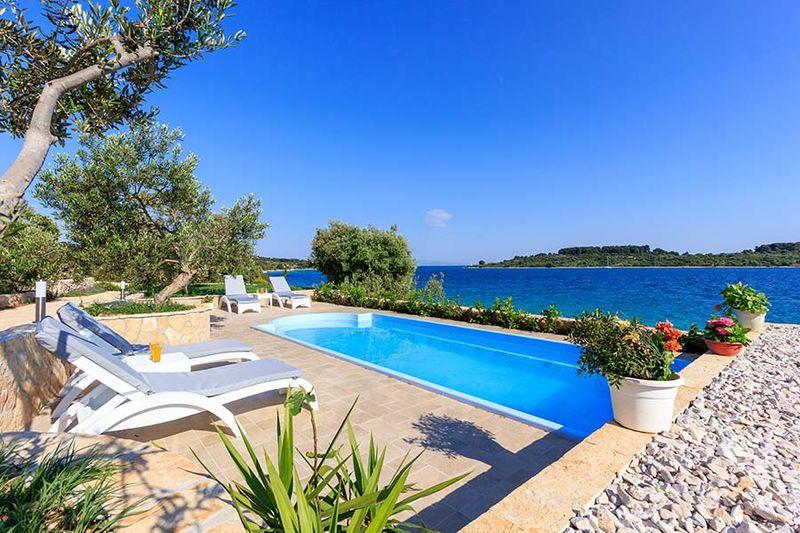 Souvent Ville di lusso con piscina, case vacanza di lusso BY51