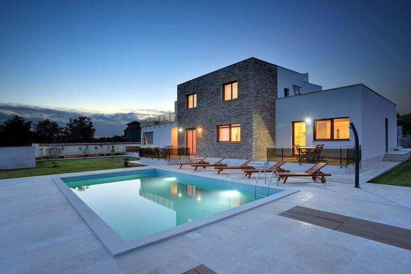 Souvent Ville di lusso con piscina, case vacanza di lusso FY52